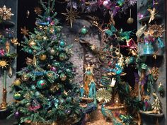 Peacock colours for decorations Christmas World, Christmas Trends, Cozy Christmas, Christmas Inspiration, All Things Christmas, Christmas Holidays, Xmas, Christmas Tree Flowers, Colorful Christmas Tree