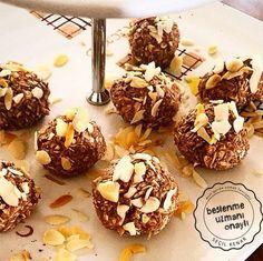 Mini gurmelerin beslenme uzmanı @secilkenar diyor kiYulaf Ezmesi doğal yollardan alabileceğimiz en faydalı yiyeceklerin başında gelmektedir. Önemli miktarda protein içerdiğinden gün içinde gerekli enerjiyi dengeli bir biçimde sağlamaya faydalıdır.Kakaolu elmalı yulaf topları yapmak için ; 1 elma (kırmızı ve tatlı), 1/2 su bardağı yulaf ezmesi, 1 yemek kaşığı dolusu kakaoyu blendırdan geçirdim, elimle toplar yaptım,…
