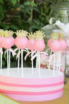 Princess Cake Pops~ Source unknown, Perfect for a princess birthday party, pink, gold crown Baby Shower Princess, Princess Birthday, Girl Birthday, Princess Theme, Beautiful Cakes, Amazing Cakes, Cake Cookies, Cupcake Cakes, Princess Cake Pops