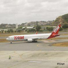 ➡@latamairlines ➡@boeing 767-300ER (PT-MOF) ➡JJ3292 GRU-REC  #latamairlines #latamgram #boeing #boeinglovers #travel #viagem #turismo #recife #pernambuco #nordeste #brazil #miami #guarulhos #partiu #nikon #Instalike #Instagood #tagsforlikes #tbt #fbf #aviationphotography #planelovers #planespotter #photography #photographer #megashot #megaplane #spotting #aa #vacation 🔴🔵 @aviacaonordestina