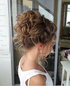 40 Creative Updos for Curly Hair Bridesmaid Hair Curly, Prom Hair Updo, Curly Wedding Hair, Hairdo Wedding, Homecoming Hairstyles, Wedding Hair And Makeup, Wedding Rings, Curly Bun Hairstyles, Bride Hairstyles