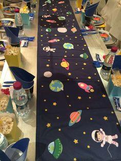 astronauts / space Birthday Party Ideas Photo 1 of 19 Catch My Party Birthday Table, 4th Birthday Parties, Birthday Ideas, Birthday Celebration, Festa Toy Store, Astronaut Party, Outer Space Party, Space Theme, First Birthdays