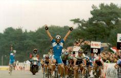 Mario Cipollini claims the 2002 World Championships in Zolder
