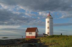 Le phare de l'île Verte Bas Saint Laurent, Destinations, Nature, Lighthouse, Green, Naturaleza, Nature Illustration, Travel Destinations, Off Grid
