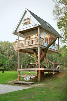Luxury tree house The Camp Wandawega in Elkhorn in the US state of Wisconsin reminds .Luxury tree house With its cabins from the and the old scouts, Camp Wandawega in Elkhorn in the US Tree House Designs, Tiny House Design, Design Your Own House, Cottage House Designs, Build Your Own House, Cottage Ideas, Tiny House Movement, Tiny House Living, Small Living