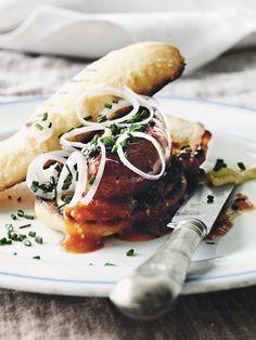 Hjemmelavede hotdogs | Se opskrift på hjemmelavet hotdog Ketchup, Turkey, Hotdogs, Bread, Chicken, Food, Velvet, Turkey Country, Eten