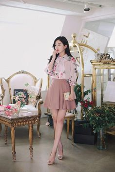 New style outfits romantic classy ideas Flare Skirt Outfit, Skirt Outfits, Romantic Outfit, Elegant Outfit, Ulzzang Fashion, Asian Fashion, Classy Outfits, Cute Outfits, Korean Blouse