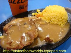 Another one of our faves at the mall...SM malls. It's sooo good. It's from this fast food chain called SIZZLING PLATE.