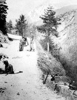 Partigiani italiani mentre minano una strada Val d'Aosta #TuscanyAgriturismoGiratola
