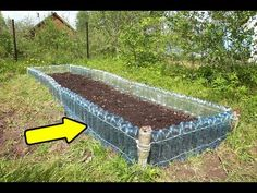Use pruned raspberry canes to create attractive woven garden edging. This easy project is great for the vegetable garden or for decorative borders and can last for several years. A great way to use garden material that would normally be discarded Vegetable Garden Planning, Vegetable Garden Design, Diy Garden Projects, Garden Crafts, Easy Projects, Rustic Gardens, Outdoor Gardens, Farm Gardens, Plan Potager