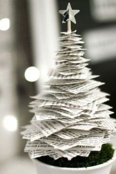 Tannenbaum basteln: 30 kreative DIY Ideen für Weihnachtsbasteln pequena árvore de natal de papel craft home Tabletop Christmas Tree, Noel Christmas, Diy Christmas Gifts, Christmas Projects, Christmas Ornaments, Christmas Music, Paper Christmas Decorations, Unique Christmas Trees, Alternative Christmas Tree