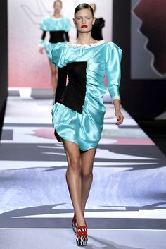 Viktor & Rolf Spring 2011 Ready-to-Wear Fashion Show - Constance Jablonski…