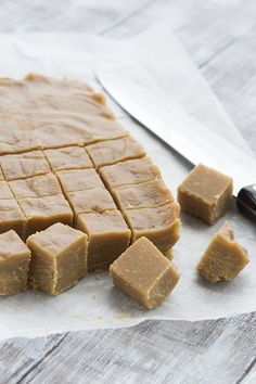 Want real old fashioned peanut butter fudge on your low carb diet? This is the recipe for you! Sweet and creamy and oh so fudgy. Perfect for your healthy sugar-free and keto lifestyle. Low Carb Peanut Butter, Peanut Butter Fudge, Peanut Butter Recipes, Fudge Recipes, Keto Recipes, Peanut Flour, Keto Peanut Butter Cookies, Peanut Butter Fat Bombs, Caramel Recipes