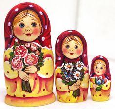 Matryoshka nesting doll Girl with roses kod457