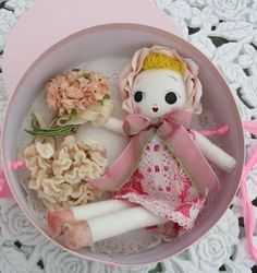 Bunka doll roses box Soft Dolls, Japanese, Rag Dolls, Handmade Dolls, Quilts, Toys, Sweet, Fabric, Projects
