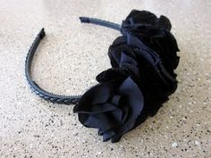 Ruffle headband!  These things are everywhere, and stupid easy to make. Great tutorial!