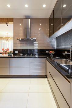 Kitchen Cupboard Designs, Kitchen Room Design, Modern Kitchen Design, Home Decor Kitchen, Interior Design Kitchen, Kitchen Modular, Modern Kitchen Cabinets, Kitchen Laminate, L Shaped Kitchen Interior