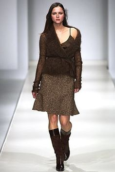 Max Mara Fall 2002 Ready-to-Wear Undefined Photos - Vogue Max Mara, Ready To Wear, Fashion Show, Vogue, Fall, Model, Sweaters, How To Wear, Beauty