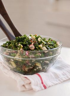 A flavorful, vegetarian raw kale salad loaded with Granny Smith apple, cranberries, pecans, radish and goat cheese, tossed in zippy honey mustard dressing.