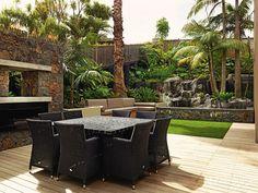 Tropical-courtyard-garden-1
