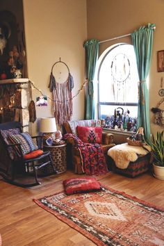 A COZY BOHO NOOK + DINING AREA — Welcome, boho babes...
