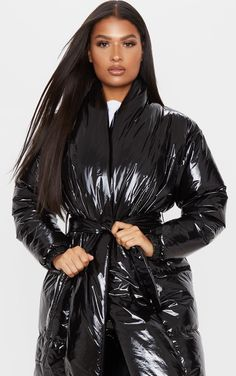 The Black Shine Puffer Maxi Coat. Head online and shop this season's range of coats & jackets at PrettyLittleThing. Moncler Jacket Women, Nylons, Plus Size Inspiration, Langer Mantel, Maxi Coat, Cool Outfits, Fashion Outfits, Wrap Coat, Rain Wear