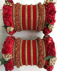 Flower Jewellery For Haldi, Pakistani Bridal Jewelry, Bridal Jewellery, Wedding Jewellery Designs, Wedding Jewelry, Thread Bangles Design, Silk Thread Bangles, Bridal Bangles, Bangle Set