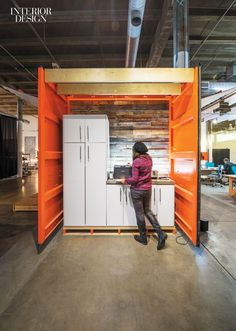 Office Furniture Ideas : Rivals of the Companies Behind These 7 Innovative Offices are Green with Envy -Read More – Cool Office Space, Small Office, Corporate Interiors, Office Interiors, Interior Design Magazine, Interior Design Inspiration, Office Canteen, Kitchenette Design, Hallway Office