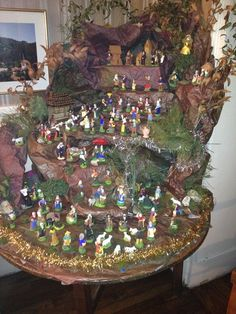 Wonderful Nativity Diorama - with Marcel Carbonel Santons. Find a full selection of 4 sizes of Carbonel Santons at www.mygrowingtraditions.com Diy And Crafts, Christmas Crafts, Christmas Decorations, Holiday Decor, Christmas Ideas, Christmas Is Coming, Christmas Time, Merry Christmas, Christmas Nativity
