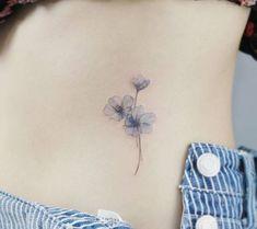 Tattooist_flower - 타투이스트 꽃 Künstler arbeitet an Frauen Tattoos und arbeitet ausschließlich für Frauen. Violet Flower Tattoos, Violet Tattoo, Tiny Flower Tattoos, Simple Flower Tattoo, Dainty Tattoos, Flower Tattoo Arm, Flower Tattoo Shoulder, Flower Tattoo Designs, Small Tattoos