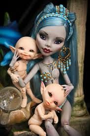 fyeahbjdmods: ooak doll with custom elf /fairy babies [Monster High Ghoulia Yelps] Custom Monster High Dolls, Monster Dolls, Monster High Repaint, Custom Dolls, Ooak Dolls, Blythe Dolls, Art Dolls, Pretty Dolls, Beautiful Dolls