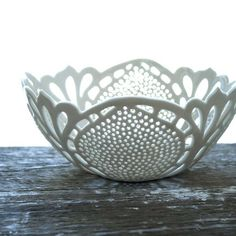 Simple Lace Bowl by isabelleabramson on Etsy This gorgeous white porcelain bowl with intricate cutout lace pattern is handcrafted by Issabelle Bramson. Ceramic Clay, Porcelain Ceramics, Ceramic Bowls, White Ceramics, Pottery Bowls, Ceramic Pottery, Pottery Art, Slab Pottery, Ceramic Candle Holders