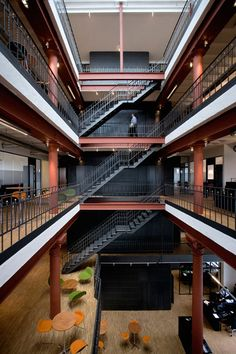 Ragnars, located in Sweden has some amazing modern office furniture. Atrium Design, Warehouse Design, Stair Design, Modern Stairs, Architectural Features, Office Workspace, Coworking Space, Ragnar, Commercial Interiors