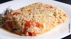 """<p>Este é um risoto bem """"falsinho"""". Aqui estamos privilegiando o arroz integral e a sua saúde. Experimente e veja que delicia! RISOTO FÁCIL de ARROZ INTEGRAL Ingredientes: • 4 xícaras de arroz cozido • 4 colheres de sopa de cebola…</p>"""