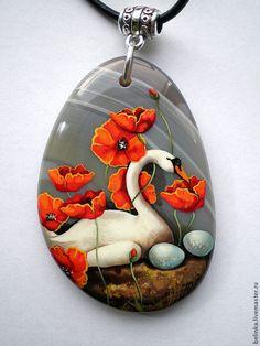 """Купить Кулон """"Маки"""" - кулон, кулон с камнем, роспись по камню, лебеди, цветочные мотивы, маки"""