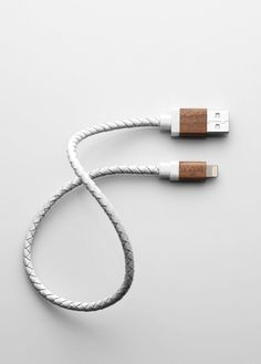 le-cord White Leather / Dark Wood