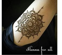 Henna I love this one! Henna Tattoo Hand, Henna Tattoos, Henna Mehndi, Arte Mehndi, Henna Tattoo Muster, Simple Henna Tattoo, Henna Ink, Henna Body Art, Leg Tattoos