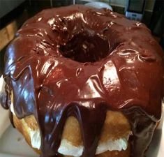 Boston Cream Cake Ingredients: Cake: 1 yellow cake mix (and ingredients listed on the package) Filling: 1 cup cold milk 1 ounc. Cream Pie Recipes, Cake Mix Recipes, Dessert Recipes, Yummy Recipes, Dessert Ideas, Breakfast Recipes, Dinner Recipes, Cupcakes, Cupcake Cakes