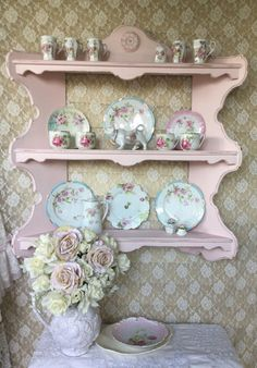ideas for shabby chic kitchen shelf plate racks Cottage Shabby Chic, Shabby Chic Pink, Shabby Chic Bedrooms, Shabby Chic Style, Shabby Chic Decor, Retro Home Decor, Diy Home Decor, Shabby Chic Kitchen Shelves, Wall Curio Cabinet