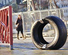 Öffentliche moderne Sitzecke aus Reifen nach starkem Erdbeben in Neuseeland