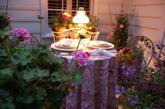 Delightful Al Fresco Tablescapes Hi Art & Interior readers! I'm Beth with Timeless Wrought Iron , a wonderful online source for iron acce. Outdoor Table Settings, Outdoor Dining, Outdoor Tables, Outdoor Spaces, Porch Gazebo, Kids Party Tables, Romantic Table, Bistro Set, Al Fresco Dining