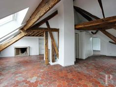 A top floor, 2-storey flat in a 17th century building with a lift just a stone's throw from Place-des-Victoires and the Louvre Museum - appartments-for-sale - in Paris left bank and right bank - Patrice Besse Castles and Mansions of France is a Paris based real-estate agency specialised in the sale of Appartments, mansion houses, lofts-terrasses, houses.
