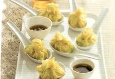 Gestoomde dim sum | Recept | KookJij Tapas, Dim Sum, Asian Kitchen, Indonesian Food, Recipes From Heaven, Asian Cooking, Dumplings, Food Hacks, Asian Recipes