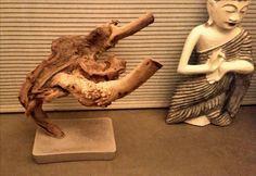 """Je kan egaline dat over is weggooien, maar je kan het ook gebruiken om er een decoratie in te verankeren, zoals deze bijzondere tak. Zo ontstaan bijzondere en vooral unieke sculpturen. Ik noem deze """"De Os"""" Bedacht door Tony Burki"""