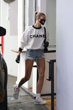 Hailey Baldwin Beverly Hills May 2020 – Star Style Celebrity Summer Style, Celebrity Style Dresses, Celebrity Fashion Outfits, Celebrities Fashion, Celebrity Sneakers, Short Celebrities, Celebrity Gowns, Celebs, Style Summer