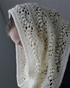 Crocheted lace infinity scarf -heegelbad
