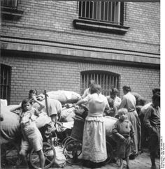Berlin, Sinti and Roma. 21 June 1938  Extra information: women and children, property and possessions is to cars stowed/unloaded