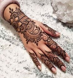 Mehndi henna designs are always searchable by Pakistani women and girls. Women, girls and also kids apply henna on their hands, feet and also on neck to look more gorgeous and traditional. Latest Arabic Mehndi Designs, Finger Henna Designs, Mehndi Designs 2018, Modern Mehndi Designs, Mehndi Design Pictures, Mehndi Designs For Fingers, Beautiful Mehndi Design, Henna Tattoo Designs, Mandala Tattoo Design
