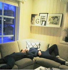 Chudáci :( Přišli domů a hned usnuli :(( Ale jsou roztomilý, to uznejte