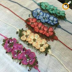 Strick-Schmuck-Modelle - Strick-Armband-Modelle - Everything About Thread Crochet, Crochet Crafts, Yarn Crafts, Crochet Projects, Jewelry Model, Boho Jewelry, Crochet Flowers, Crochet Lace, Crochet Bracelet